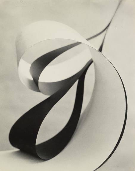 Allan Grönvall: Eteenpäin, abstraktio, 1957-58. Hopeagelatiinivedos, Suomen valokuvataiteen museo, D1985:9/1015.