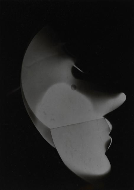 László Moholy-Nagy: Untitled (Self-portrait), 1926. Photogram, brom gelatin silver print. Museum Folkwang.