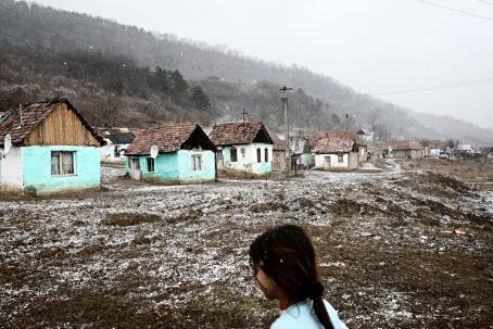Helsingissä kerjänneiden Stoicien ja Moldovanien kotikylä Cetatea de Baltă Romanian Transilvaniassa helmikuussa 2008. Kuva: Heidi Piiroinen