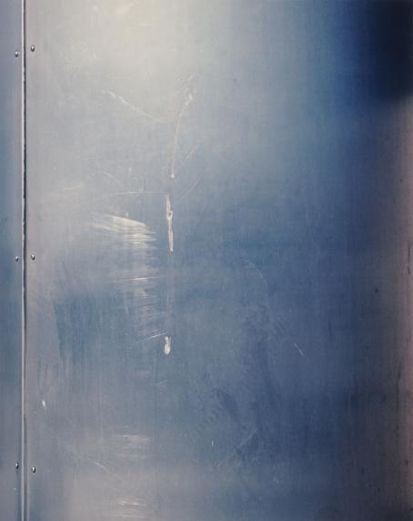 Andrei Lajunen: Seinä, noin 1997-1998, mustesuihkutuloste, 47 x 37 cm. Andrei Lajusen rahaston editio 10. Suomen valokuvataiteen museo.