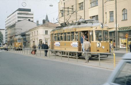 Tram number 3 at the stop and tram number 2 arriving to the stop at Turku Market Square. C. J. Gardberg 1972. Turun museokeskus.