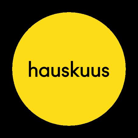"""Keltaisen ympyrän sisällä lukee mustalla """"hauskuus""""."""