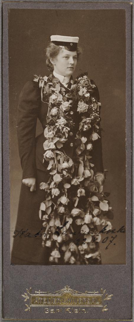 Carl Klein, Atelier Universal, Helsinki, 1907 / Suomen valokuvataiteen museon kokoelma.