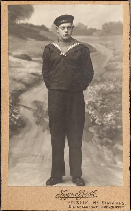 Tyyne Böök, Helsinki, n.1915 / Suomen valokuvataiteen museon kokoelma.