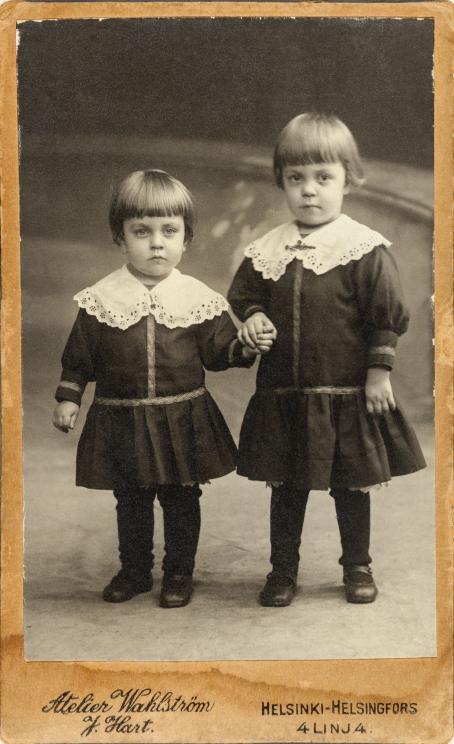 Joseph Hart, Atelier Wahlström, Helsinki, n. 1910 / Suomen valokuvataiteen museon kokoelma.