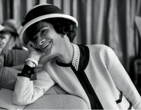 Coco Chanel on her sitting room sofa, Paris, 1962 ©Douglas Kirkland/Photo Op