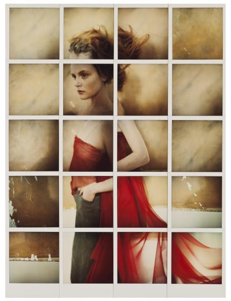 Monesta neliönmuotoisesta kuvasta koostuva kuva, jossa on punaiseen mekkoon pukeutunut nainen.