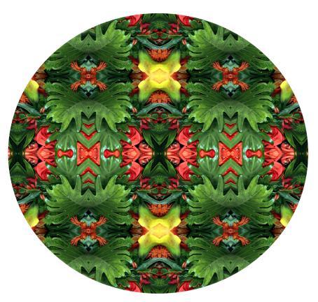 Vihreitä ja punaisia toistuvia kuvioita, kuin kaleidoskoopissa.