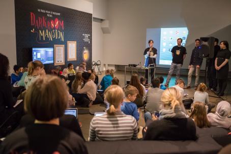 Darkroom Mansion -pelin lanseeraustilaisuus Suomen valokuvataiteen museossa lokakuussa 2017. Kuva: Virve Laustela / Suomen valokuvataiteen museo.