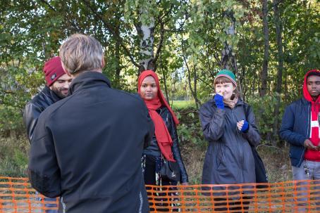 Fenkolin tuoksuttelua. Kuva: Virve Laustela, Suomen valokuvataiteen museo