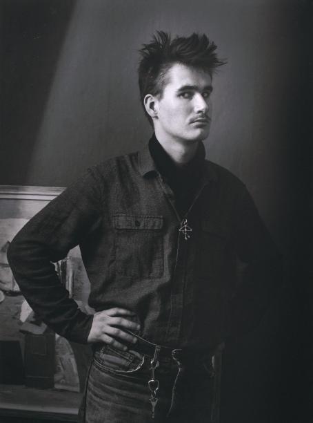 Salme Simanainen: Nuoren miehen muotokuva, n. 1981 / Suomen valokuvataiteen museon kokoelma.