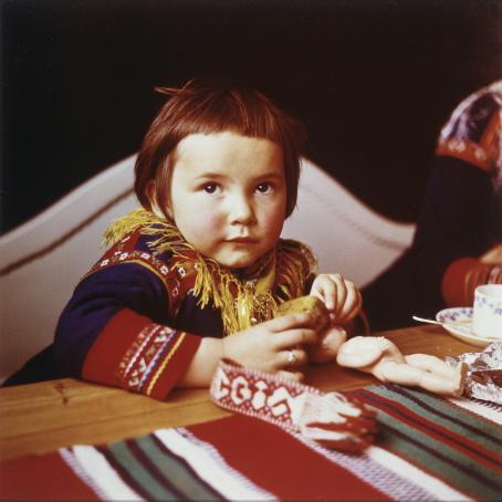 Marja Vuorelainen: Rantatalon tytär, 1956 / Suomen valokuvataiteen museon kokoelma.