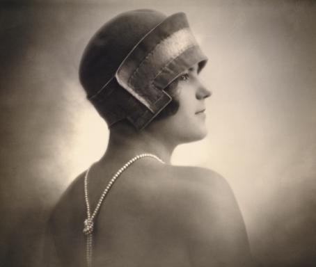 Emmi Fock: Tuntemattoman naisen muotokuva, 1927 / Suomen valokuvataiteen museon kokoelma.