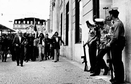 Martti Brandt: Lissabon, 25.4.1975 / Suomen valokuvataiteen museon kokoelma.