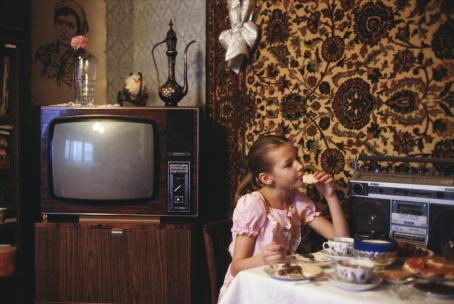 Hannele Rantala: sarjasta Natasha (Päivä 11-vuotiaan neuvostokoululaisen elämästä), Moskova, 1986, / Suomen valokuvataiteen museon kokoelma.