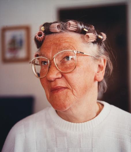 Jaakko Heikkilä: Elsa, sarjasta Kirkas nöyryys, 1995. Suomen valokuvataiteen museo.