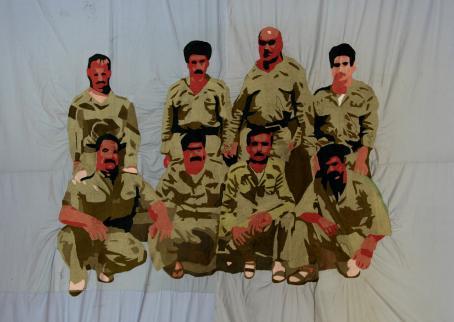 Kahdeksan hahmoa, joilla kaikilla vihreät vaatteet päällä.