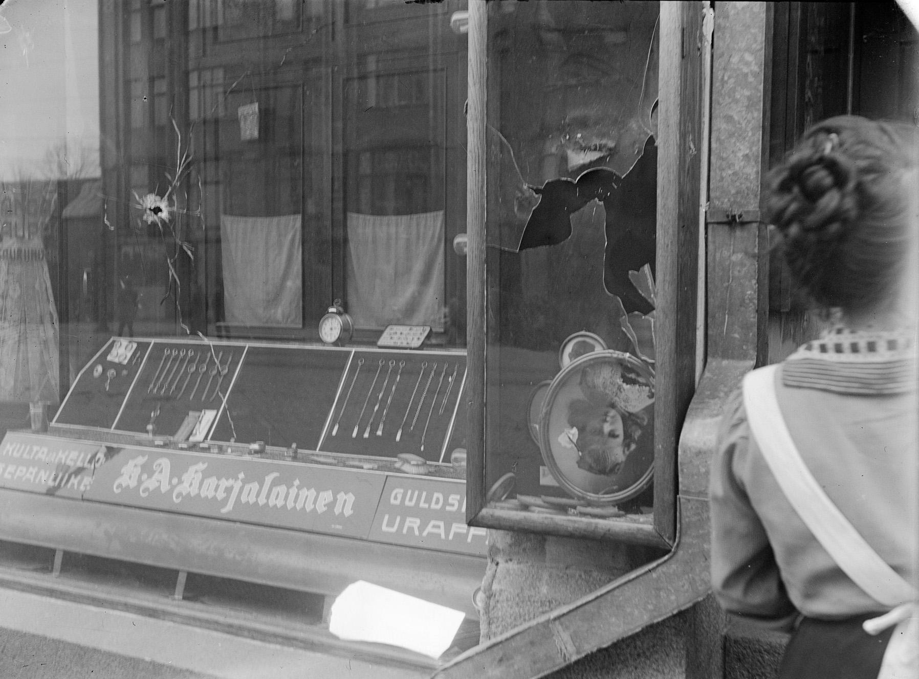 The broken window of Tyyne Böök's photography studio in Siltasaarenkatu, Helsinki, April 12, 1918. Photo: Tyyne Böök / The Finnish Museum of Photography